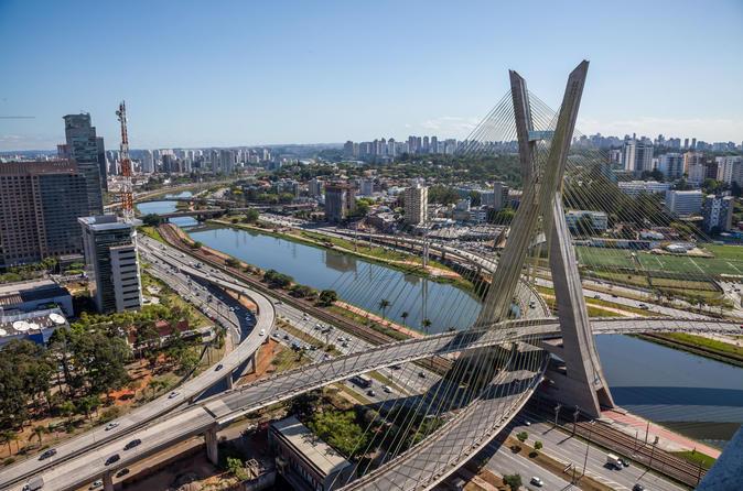 Excursão particular de escala saindo do Porto de Santos para a Cidade de São Paulo