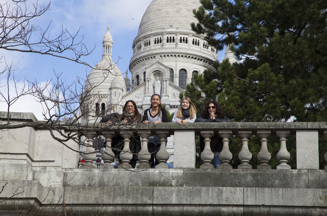 Professional Photo Shoot Tour in Paris' Montmartre