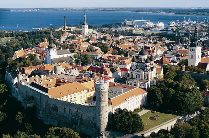Tallinn Walking Tour with Free Time and Port Transfers