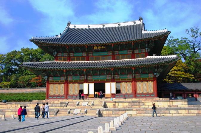 Seoul Afternoon Tour Including Palgakjeong, Changdeokgug and Namdaemun Market