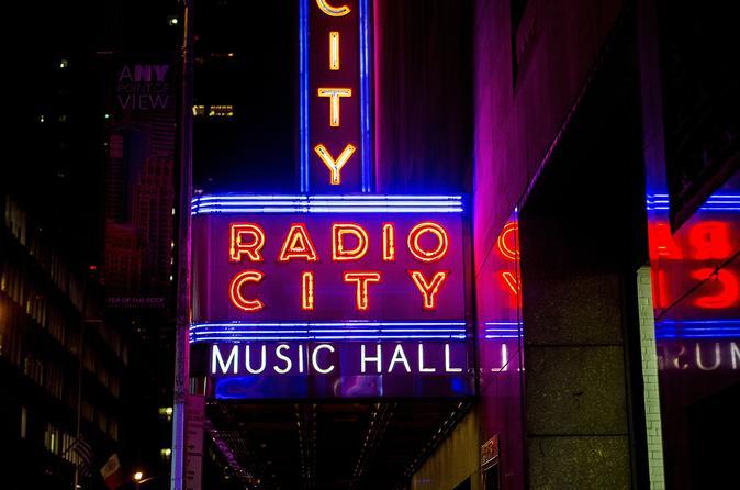 NY Christmas Rocketts, Rockefeller Center And Holiday Windows - New York City