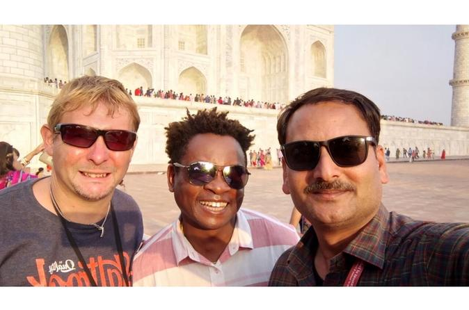 Avail No shopping Taj Mahal tour guide in multi languages