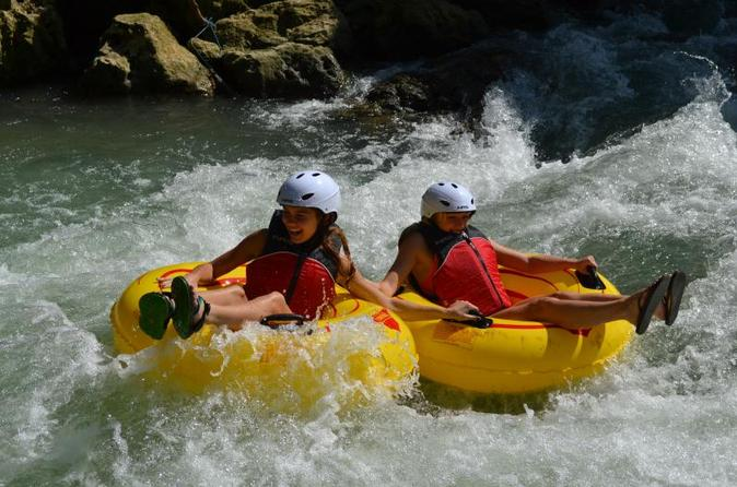 Private Tour: Rio Bueno River Rafting and Rocklands Bird Sanctuary in Jamaica