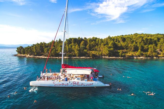 Excursão de dia inteiro em catamarã, com destino a Hvar, Ilhas Pakleni e Brač