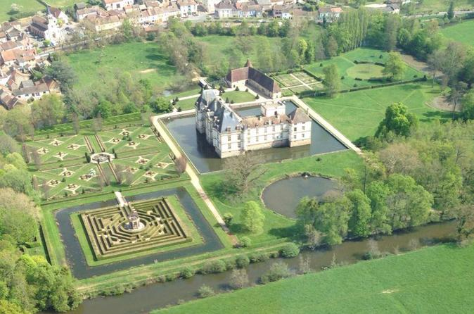 Private panoramic helicopter tour of the Southern Burgundy Castles