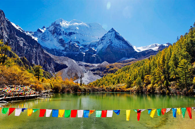 Private 4-Day Chengdu and Daocheng Yading Guided Tour with Flight