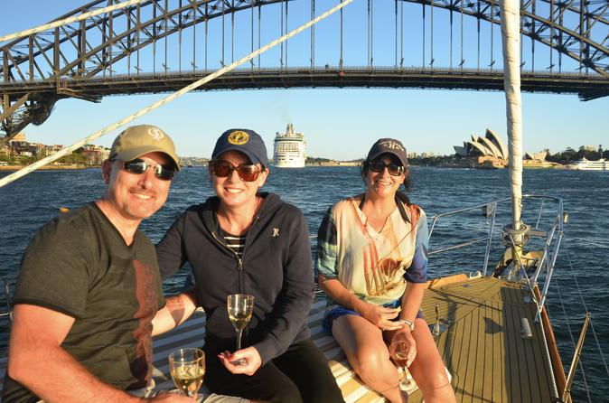 Sydney Harbour Sip and Sail Twilight Cruise