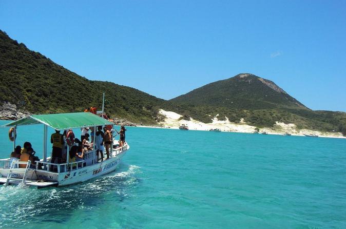 Excursão diurna pelo Arraial do Cabo saindo do Rio de Janeiro, incluindo viagem de barco e almoço