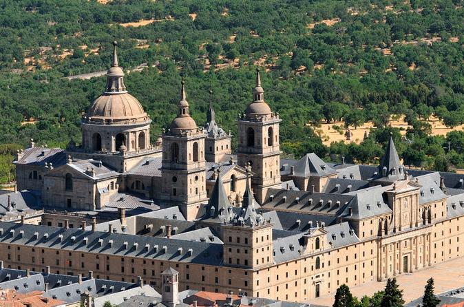 Excursão diurna por El Escorial, Vale dos Caídos e Toledo saindo de Madri