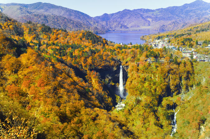 2 Day Trip to Explore Autumn Colored Waterfalls and Lake Chuzenji in Nikko