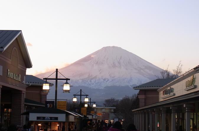 Viagem diurna para a área de Hakone saindo de Tóquio, incluindo cruzeiro em navio pirata e almoço com bufê