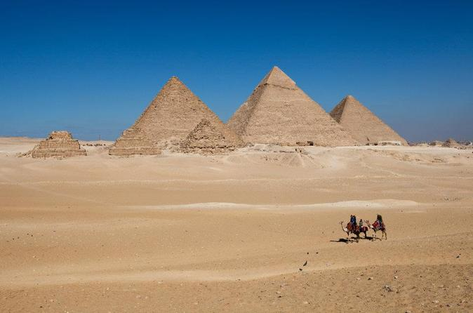 Giza Pyramids, Sphinx and Egyptian Museum Guided Day Tour from Cairo