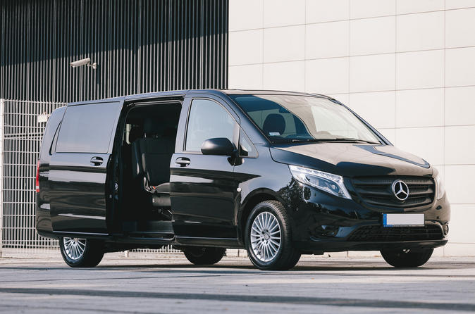 Private Airport Round-Trip Transfer: Seville SVQ Airport to Seville Hotel