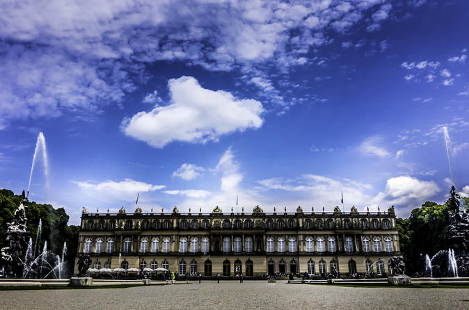 Private Bus Herrenchiemsee Castle Tour from Munich with Cruise and Carriage Ride