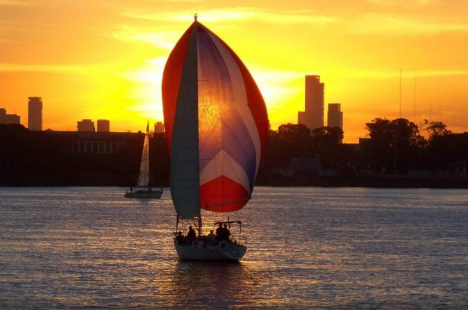 Romantic Sailing Tour in Buenos Aires Including Lunch or Dinner