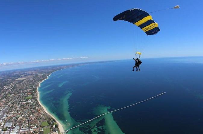Tandem skydive over busselton and margaret river regions in busselton 232251
