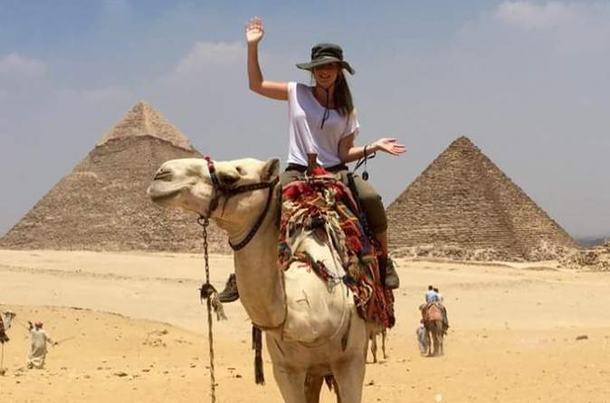8-Hour Private Tour to the Pyramids of Giza and Saqqara including Lunch from Cairo