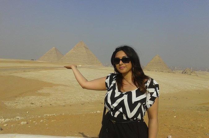 Solo female traveler tour to Giza and Saqqara