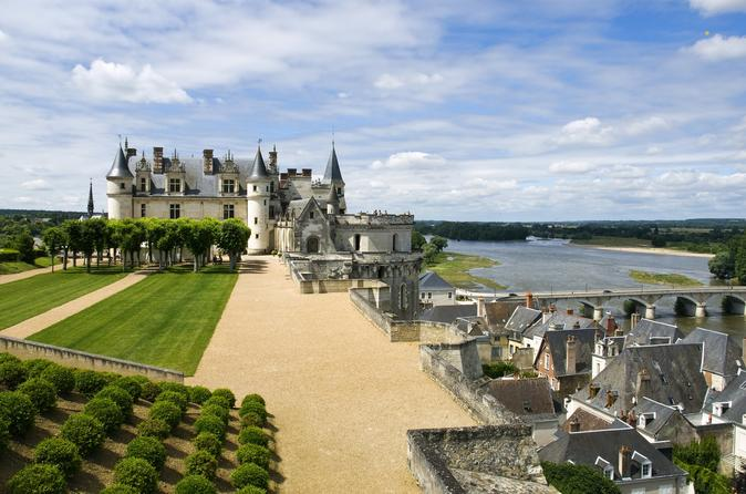 Three Top Loire Valley Castles with Lunch and Amboise Walking Tour