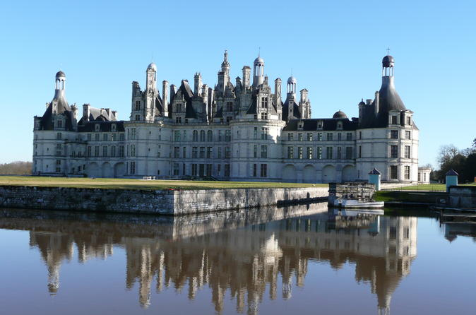 Small-Group Day Tour of Blois, Cheverny, and Chambord with Loire Valley Wine-Tasting from Tours