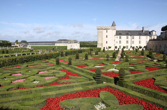 Small-Group Day Tour of Villandry, Chinon, and Langeais with Loire Valley Wine-Tasting from Tours