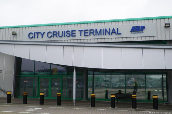 Private Arrival Port Transfer: Southampton Port to London Heathrow Airport