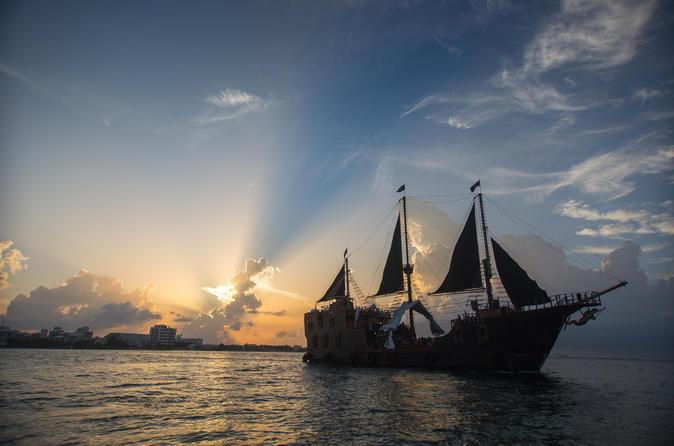 Show noturno e jantar em Jolly Roger Pirate