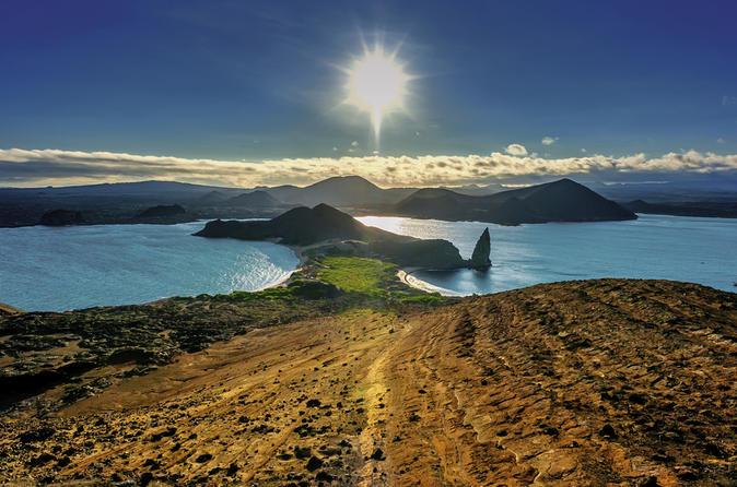 6-Day Galapagos Hotel-Based Tour: Santa Cruz and Navigable Islands