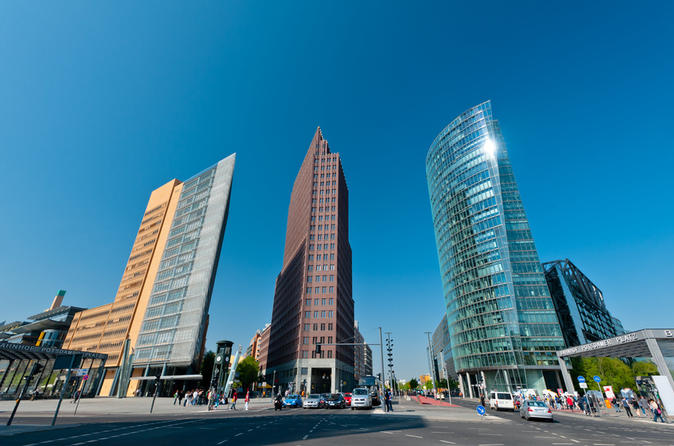 Private Tour: Luxury Berlin Highlights and Districts Tour