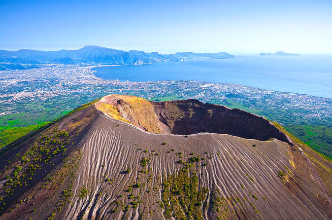 Skip-the-lines private tour of Ancient Herculaneum and Volcano Vesuvius with local guide and driver