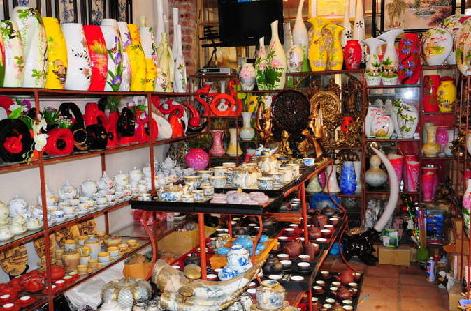 Walking, Sightseeing and Shopping in Hanoi Old Quarter