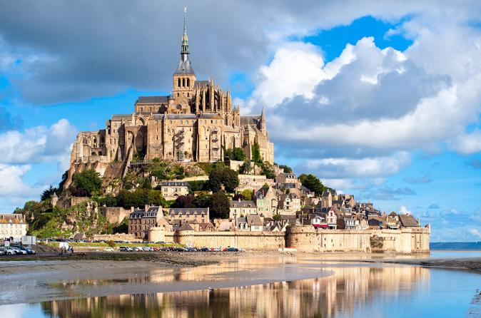 2-Day Mont Saint-Michel and Loire Valley Castles Tour from Paris