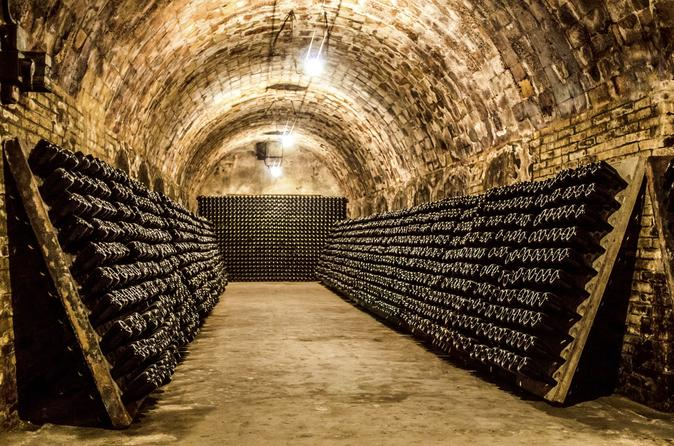All-Day Intimate Champagne Tour From Paris with Pick up and Drop Hotel