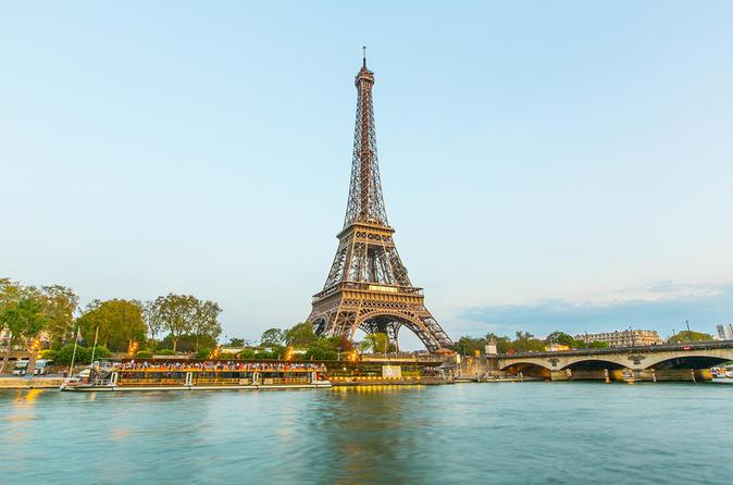 Torre Eiffel, Cruzeiro pelo Rio Sena e show no Moulin Rouge