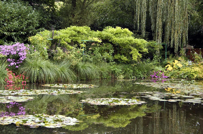 Intimate Giverny & Versailles all Day Tour from Paris including Lunch