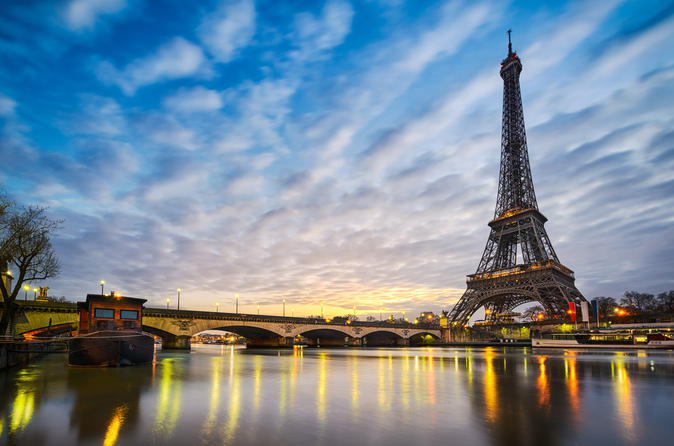 Jantar na Torre Eiffel e cruzeiro no Rio Sena