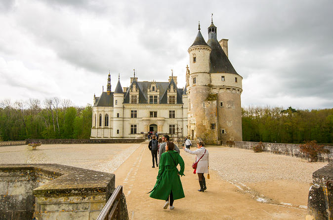 Loire Valley Castles Tour from Paris with Chambord, Chenonceau and Wine tastings