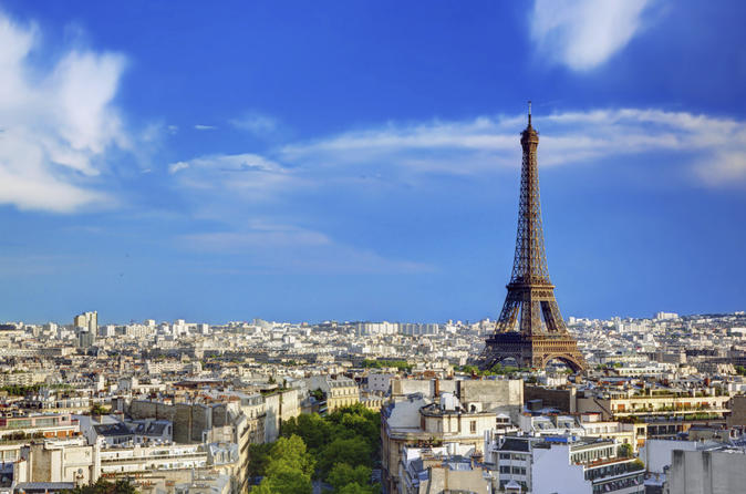 Paris by Bus with Eiffel Tower 2nd Level Access and 3-Course Lunch