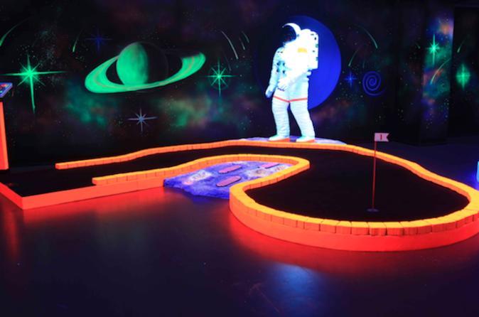 Glow In The Dark 18 Hole Mini Golf - Wafi Mall In Dubai