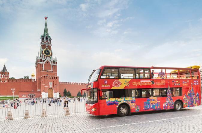 Excursão turística pela cidade em conversível em Moscou