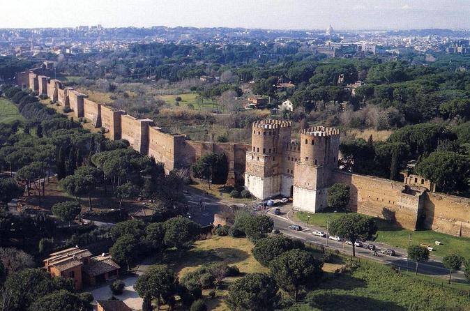 Special Private Kids Tour: Rome upon the Walls and Undergrounds