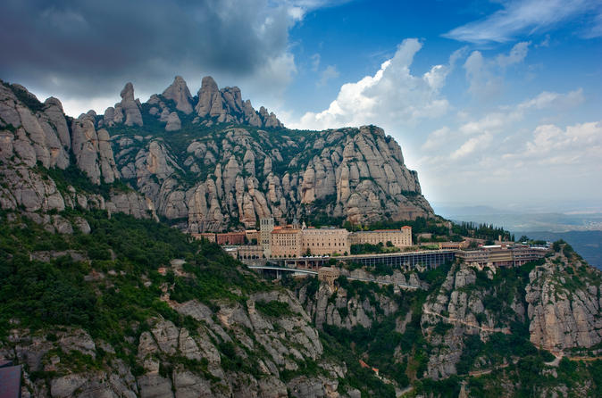 Montserrat Half Day Tour: Easy Hike with Hotel Pickup from Barcelona