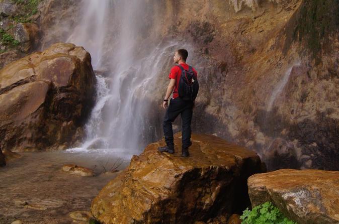 Trekking Skakavac Waterfall