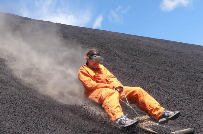 Hiking and sandboarding in cerro negro in le n 328590