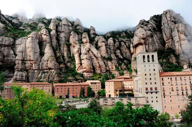 Barcelona supereconômico: viagem de um dia a Montserrat e excursão de Gaudi em Barcelona