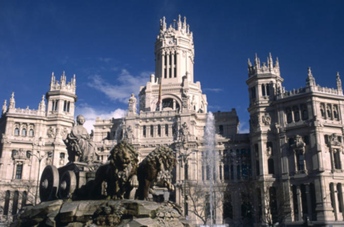 Excursão a pé para grupos pequenos em Madri, incluindo Excursão Guiada com Evite as filas do Palácio Real