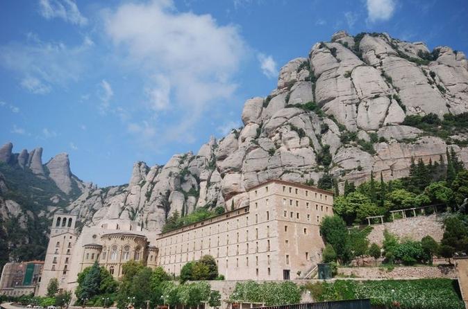 Excursão de meio dia à Basílica Real de Montserrat saindo de Barcelona