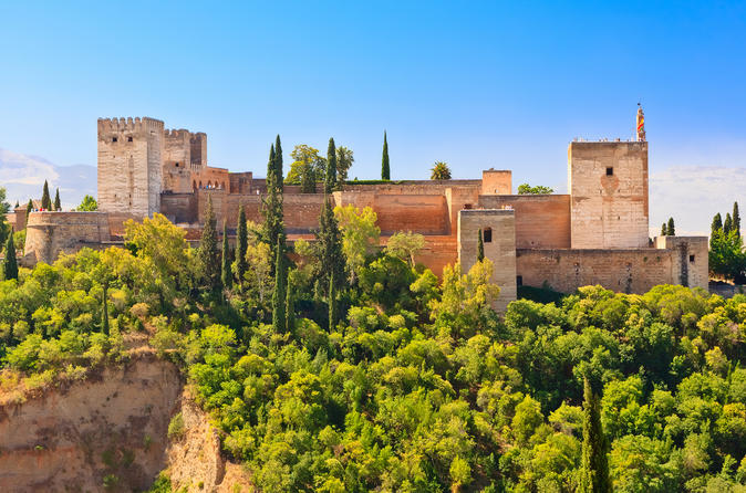 Granada Combo: Albaicin and Sacromonte Walking Tour and Hop-On Hop-Off Train