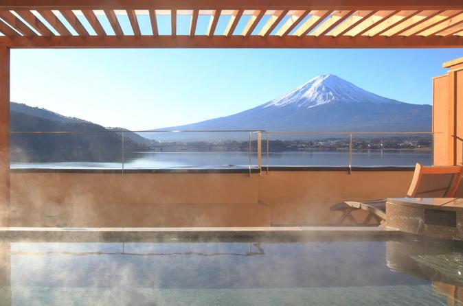 Viagem diurna ao Monte Fuji, com experiência onsen em Yamanakako e compras em outlet saindo de Tóquio