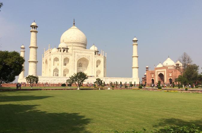 2-Day Tour of Taj Mahal including Vising Elephant and Bear Resource Center